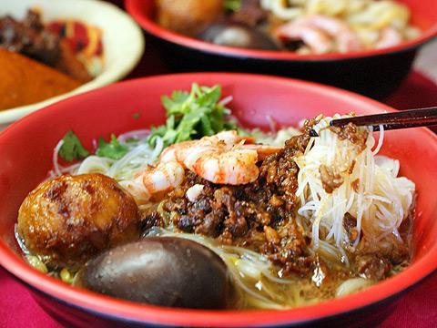 台南度小月担仔面百年历史的美味小吃