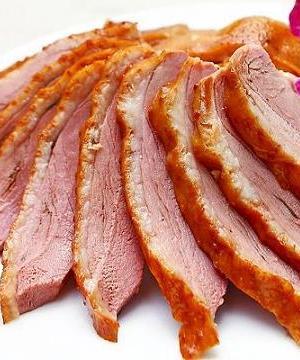 台南永康美食黑人洪鹅肉配上独家熬制的高汤,鲜美甘醇的滋味