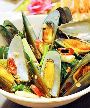 台南安平美食小吃郑家蚵仔煎孔雀蛤大王